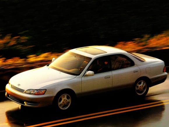 Historia Lexusa ES