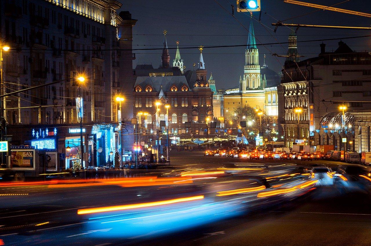 Światła wielkiego miasta, czyli co warto wiedzieć o fasadach medialnych