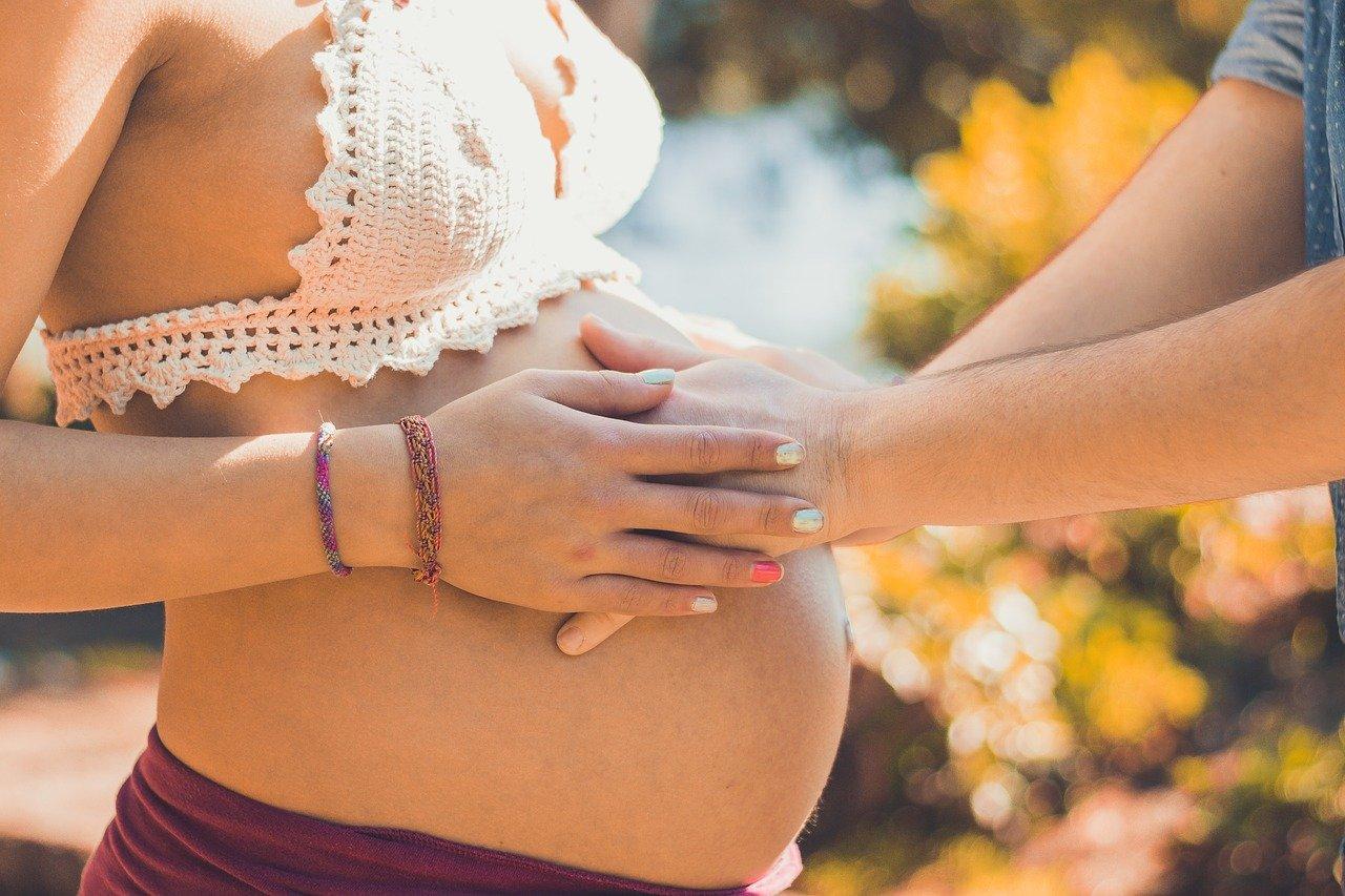 Pielęgnacja skóry przyszłych mam. Jak dbać o ciało i twarz w ciąży?