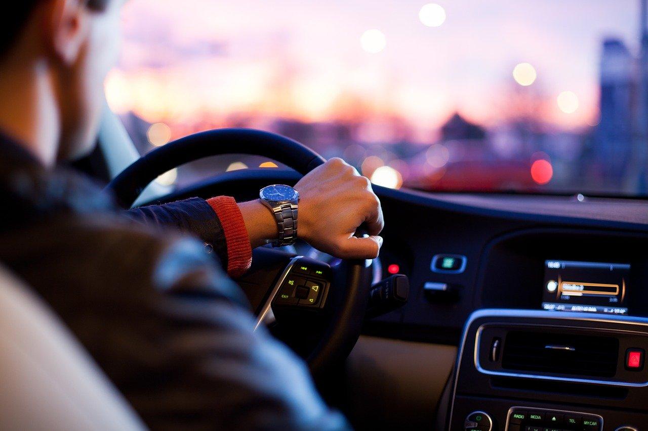 Zaparowane szyby w samochodzie - jak im zaradzić?